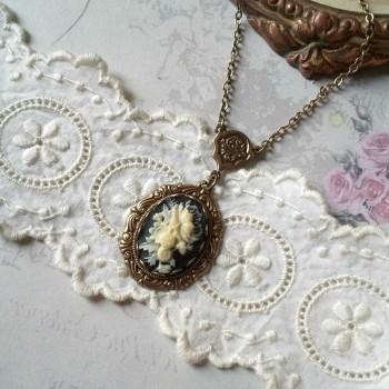 """collier victorien camée """"Bouquet antique"""""""