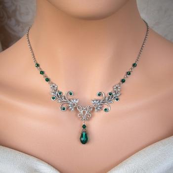 Collier Elfique Féerique argenté en cristal vert émeraude