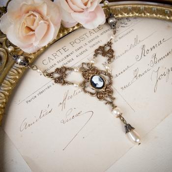 Collier camée Victorien bronze orné de perles nacrées