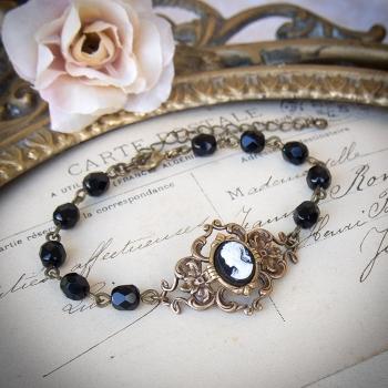 Bracelet camée gothique Victorien bronze avec perles noires