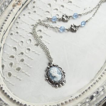 Collier vintage argenté - Camée bleu-gris et blanc