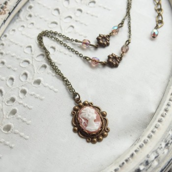 Pendentif victorien bronze - Camée rose et blanc