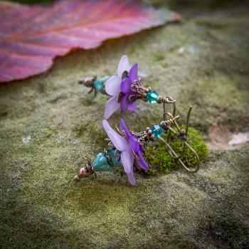 Boucles d'oreilles clochettes elfiques et féeriques violettes