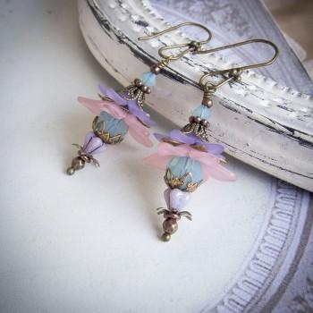 Boucles d'oreilles clochettes elfiques et romantiques de couleur pastel