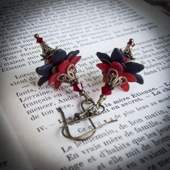 Boucles d'oreilles clochettes gothiques « fée de la nuit » de couleur rouge et noire