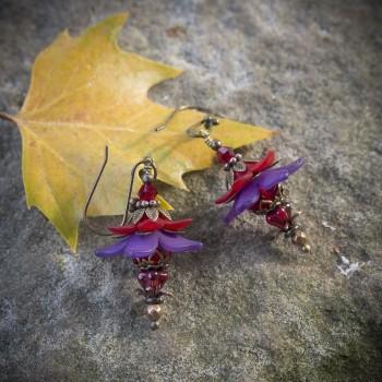Boucles d'oreilles fleurs elfiques féeriques rouge et violette