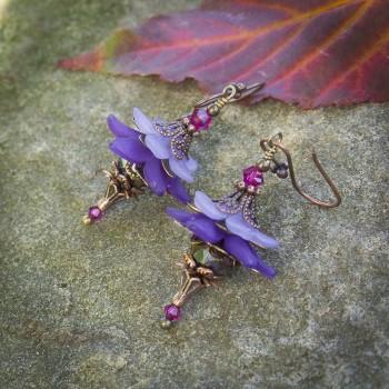 Boucles d'oreilles clochettes « fée de l'automne » en camaïeu de violet clair et violet foncé