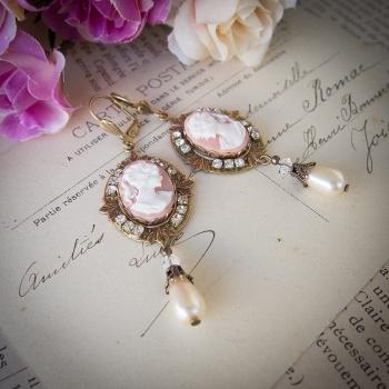 Boucles d'oreilles camées antiques en bronze cristal et perles