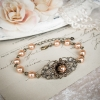 Bracelet vintage victorien en bronze et perles nacrées rose