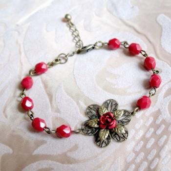 """Bracelet rétro-fantaisie """"Rose pompon"""""""